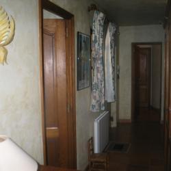 Le couloir mène au coin-nuit